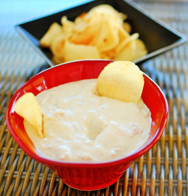 Clam Dip, this is an easy and very tasty recipe to prepare. | joeshealthymeals.com
