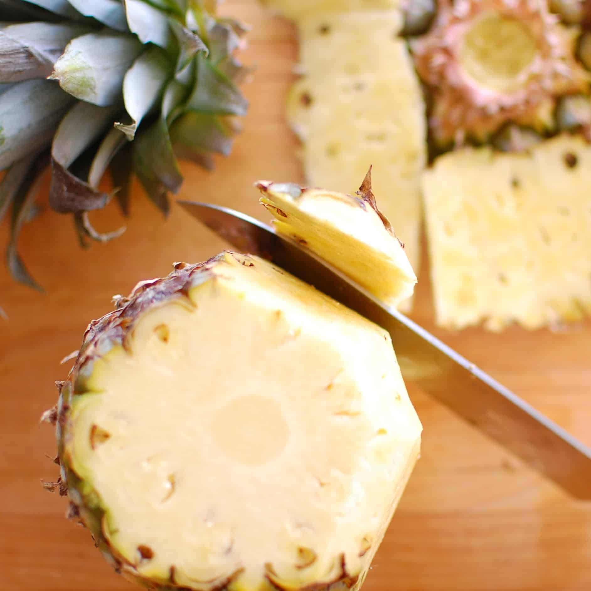 Cleaning pineapple