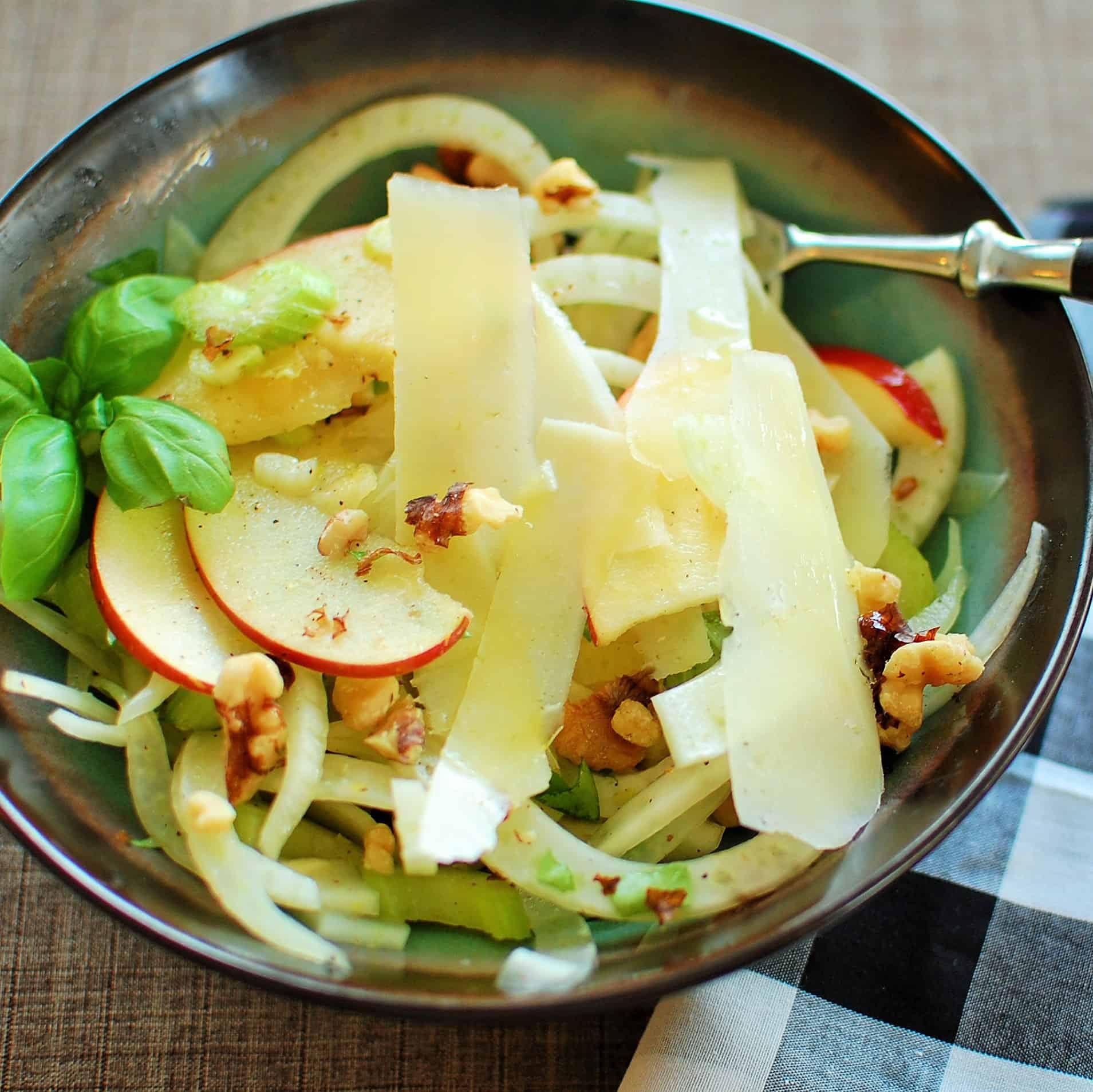 Fennel, celery and apple salad.   joeshealthymeals.com