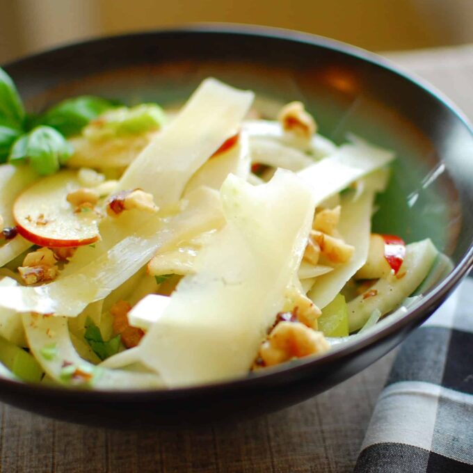 Fennel, celery and apple salad with lemon, olive oil vinaigrette.   joeshealthymeals.com