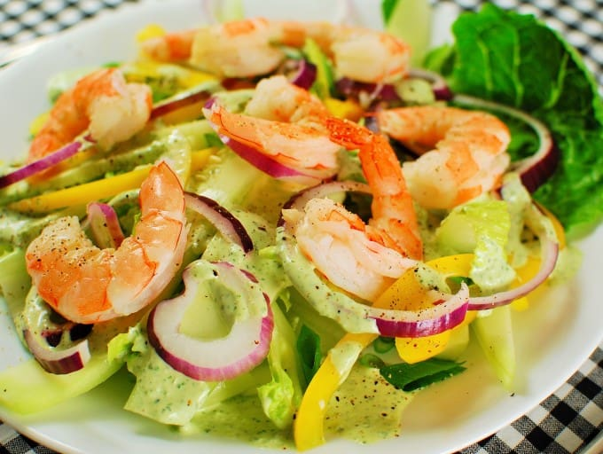 Green Goddess Salad with Poached Shrimp. Tasty salad with sweet poached shrimp. | joeshealthymeals.com