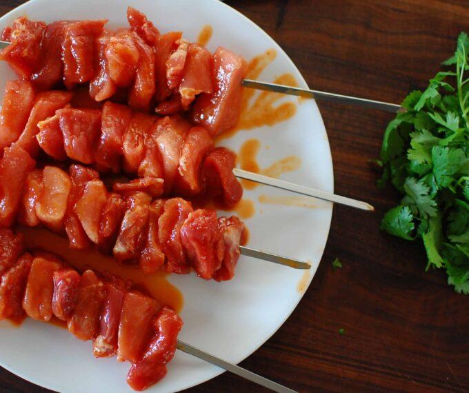Pork tenderloin pieces on the skewers. | joeshealthymeals.com
