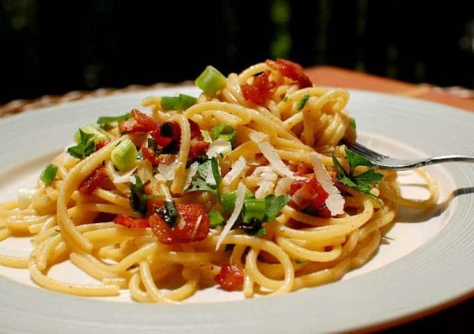 Spaghetti carbonara on a white plate.