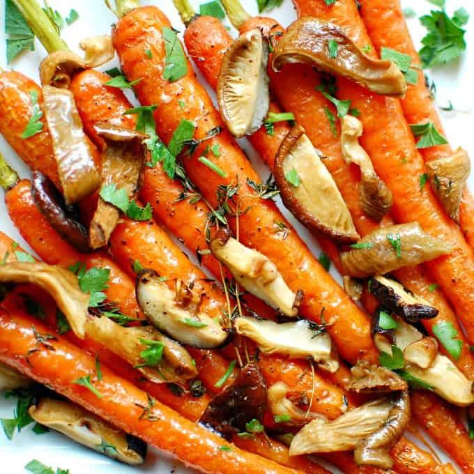 roasted carrots with savory mushrooms | joeshealthymeals.com