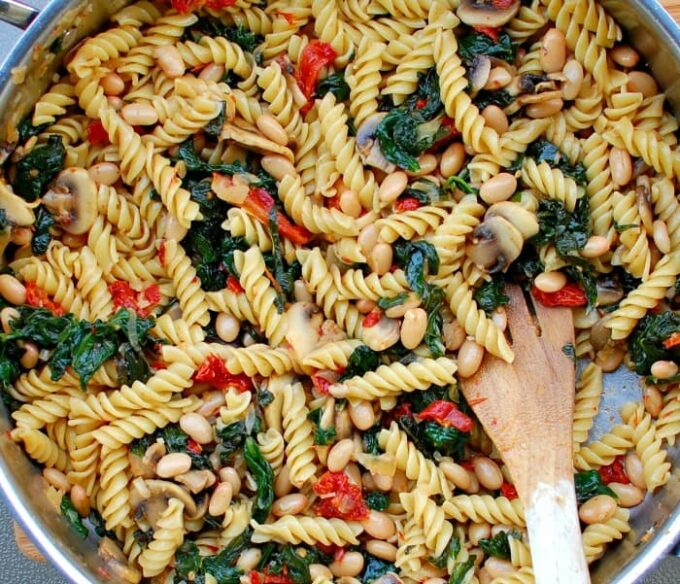 easy spinach mushroom pasta   joeshealthymeals.com