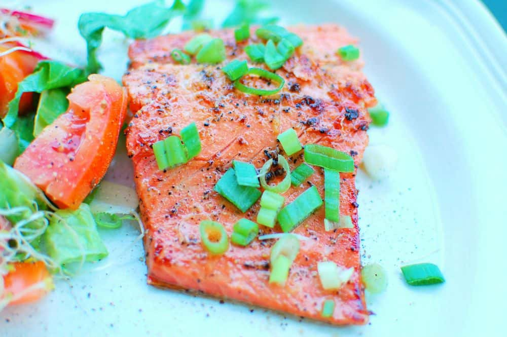 Honey Sesame Glazed Salmon | joeshealthymeals.com