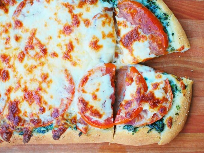 Spinach tomato pizza
