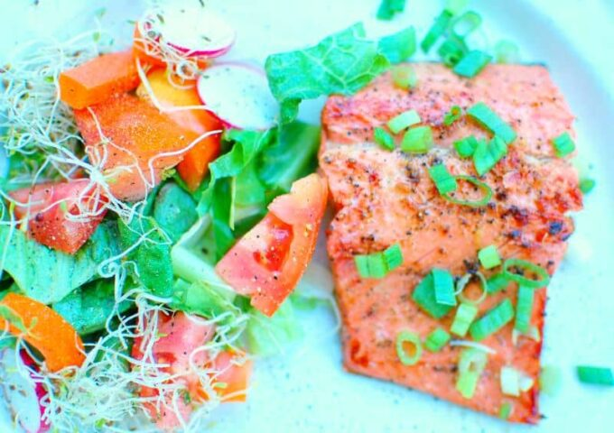 marinated grilled salmon and salad | joeshealthymeals.com