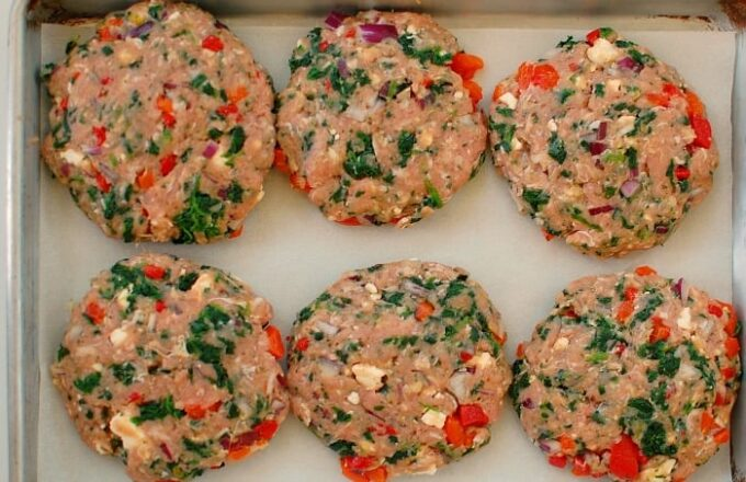 Greek style turkey burger patties. Healthy and delicious.   joeshealthymeals.com