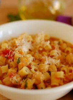 One pot pasta and chickpeas. One pot and 30 minutes to prepare. This is an easy recipe and very tasty. | joeshealthymeals.com