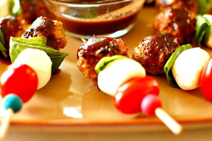 Italian chicken meatball kebobs. Delicious appetizer to make for family and friends. | joeshealthymeals.com
