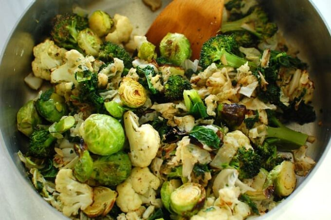 Roasted cruciferous vegetables. Packed with vitamins and minerals, all good stuff for your body! | joeshealthymeals.com