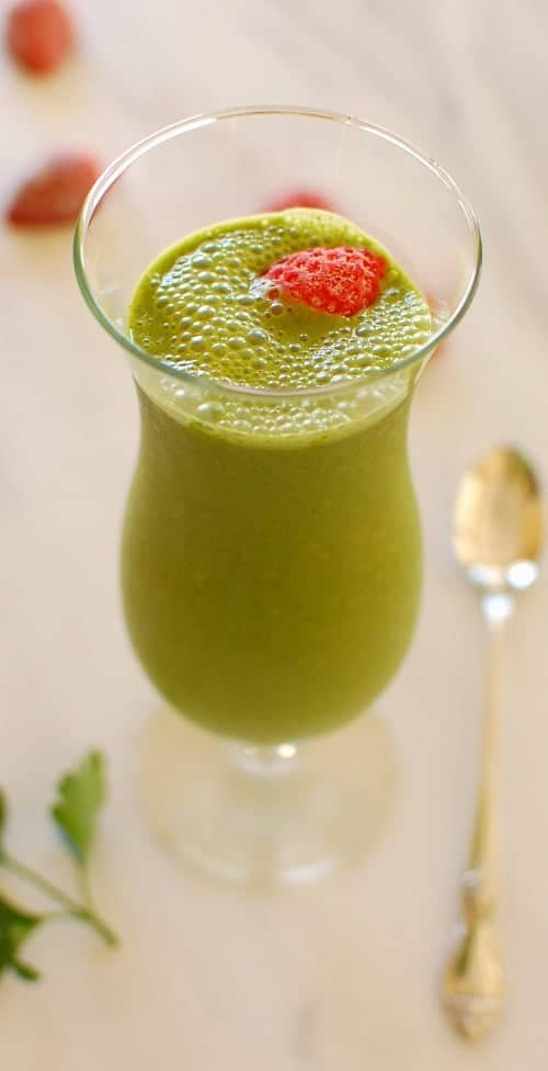 Strawberry banana green smoothie. Nutritious and tasty green fruit smoothie recipe! | joeshealthymeals.com