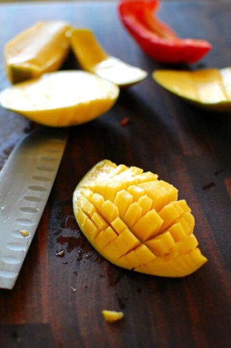 Dicing a mango.   joeshealthymeals.com