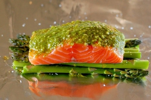 pesto salmon with asparagus. | joeshealthymeals.com