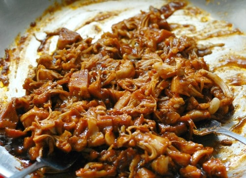Shredded BBQ jackfruit. | joeshealthymeals.com