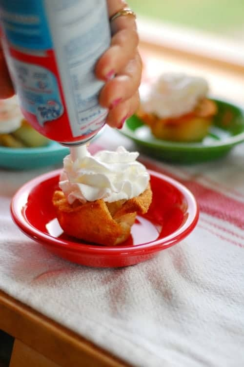 Applesauce toasted bread cups. Tasty, simple to make dessert that everyone will love. | joeshealthymeals.com