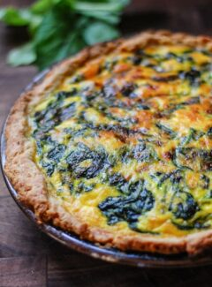 Vegetarian spinach potato quiche. Easy to make quiche which is super flavorful and satisfying. | joeshealthymeals.com
