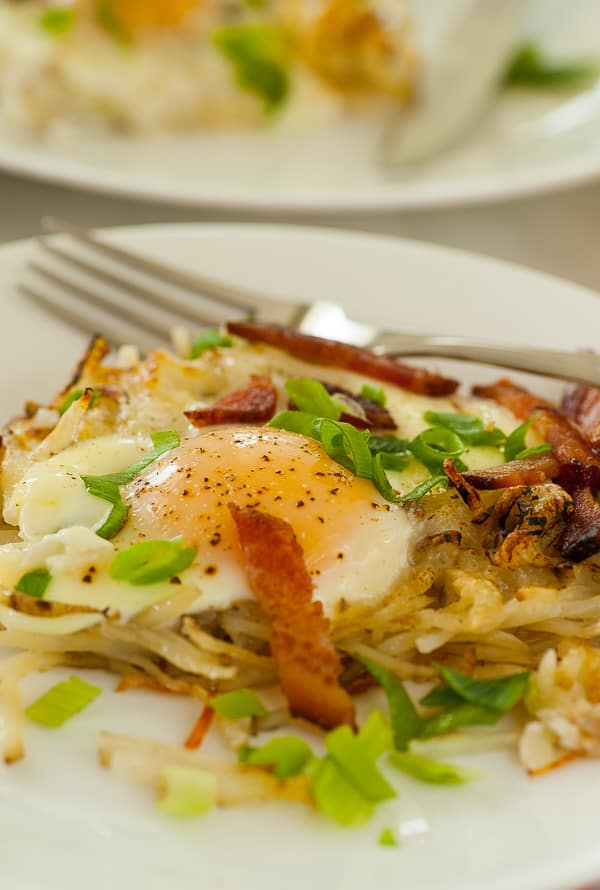 Cheesy hash browns bacon and eggs. Baked breakfast that's easy and tasty!   joeshealthymeals.com