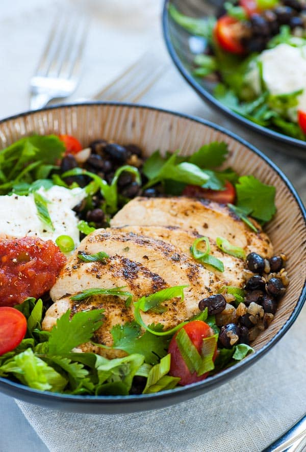 Chipotle style burrito bowl. This is a low calorie recipe for a Chipotle style burrito bowl using lower calorie ingredients but getting a great tasting burrito bowl. | joeshealthymeals.com
