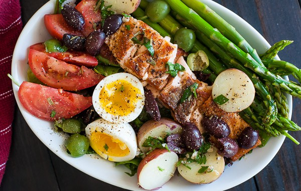 Seared salmon salad nicoise. Springtime recipe that is tasty and the vinaigrette rocks. | joeshealthymeals.com