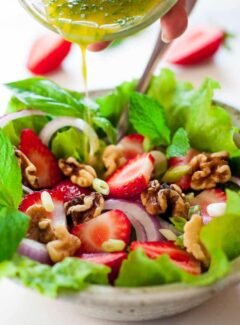 Fresh greens salad with basil mint vinaigrette. Tasty combination of flavors for a healthy salad. | joeshealthymeals.com