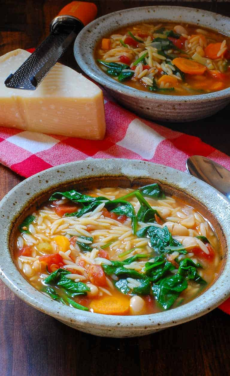 Tangy vegetarian minestrone soup recipe is a hearty recipe, perfect for fall weather. | joeshealthymeals.com