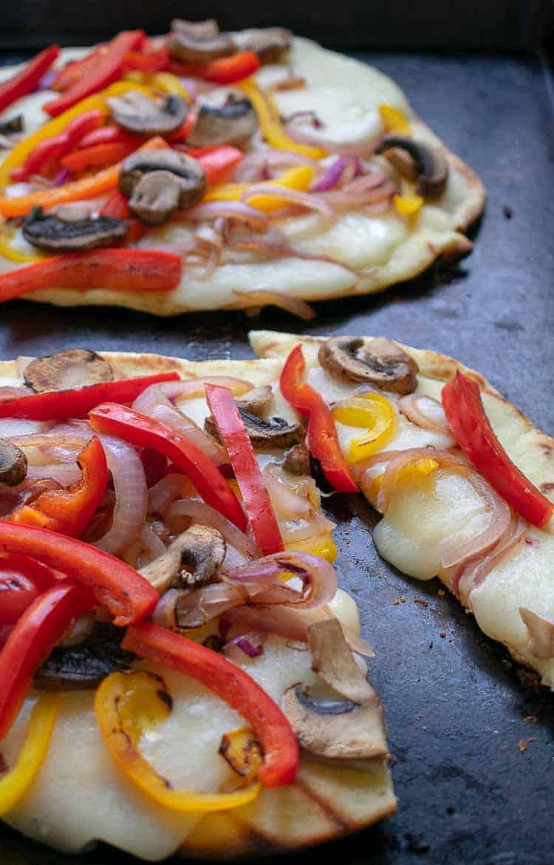 Grilled flatbread pizza recipe. | joeshealthymeals.com
